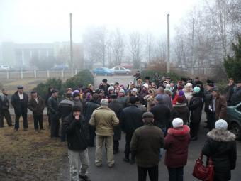 Школу в Свічкаревому охороняли з автоматами