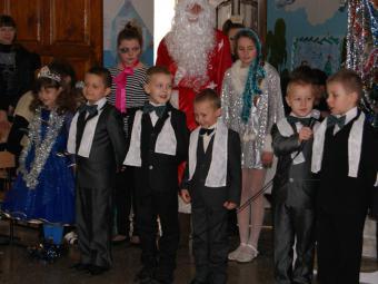 Першокласників привітав «гламурний» Дід Мороз