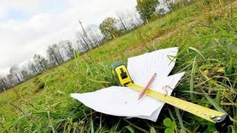 У Красному люди отримують документи про право власності на землю