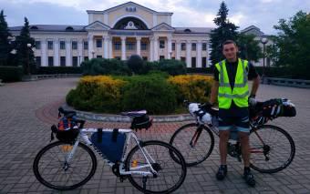 Богдан Заїка подорожує Україною на велосипеді