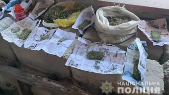 У Козельщинському районі під час обшуків поліція вилучила близько 2 кілограмів канабісу