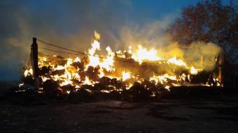 У Шишаках згоріло 70 тонн соломи