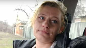 Новосанжарка розповіла, як кидала каміння в автобуси з евакуйованими