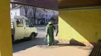 У Миргороді дезінфікують транспортні зупинки