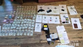 Поліція затримала підозрюваних у розбійному нападі на пункт обміну валюти у Полтаві