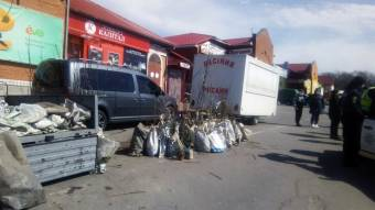 У Кобеляках поліцейські не дозволяють продавати саджанці дерев