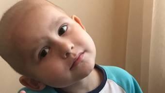 3-летний Гриша ищет помощи в борьбе с лейкозом