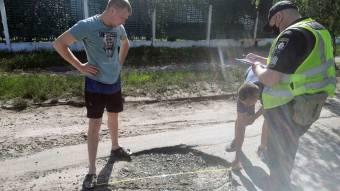 Новосанжарські поліцейські перевіряють якість доріг