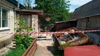 У Миргороді пенсіонера підозрюють у тому, що він кинув вибухівку у двір сусіду