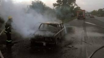У Новосанжарському районі згорів автомобіль «ВАЗ-2106»