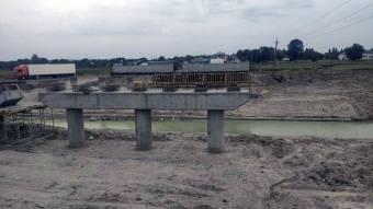 Почали бетонування мосту через річку у Кобеляцькому районі