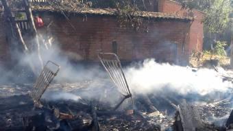 У Глобинському районі згоріла будівля