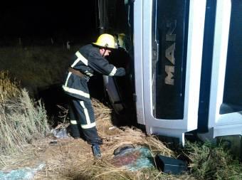 Рятувальники деблокували далекобійника з вантажівки