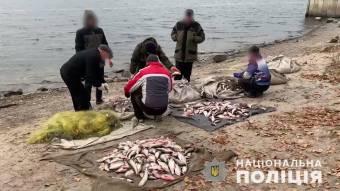 У Кременчуцькому районі браконьєри при спробі втечі протаранили човен поліцейських