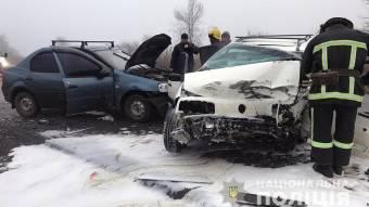 У Новосанжарському районі зіткнулися 3 автомобілі, 1 людину важко травмовано