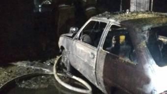У Полтаві в гаражі згорів автомобіль, а його господар отримав опіки