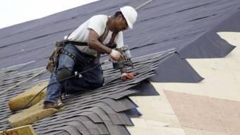 Покрівлю в Білицькій ЗОШ ремонтує кобеляцький підприємець