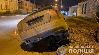 У Кременчуці ВАЗ врізався у електроопору: водія госпіталізували