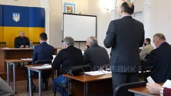 Сесія міськради: перерва на 40 хвилин, люта група підтримки і обраний секретар
