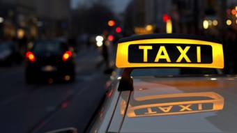 31 грудня у Кременчуці обстріляли автомобіль таксі та побили його водія