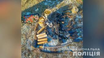 У жителя Шишацького району виявили схрон зі зброєю та боєприпасами