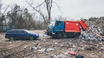 Арештовані сміттєвози повернули комунальникам