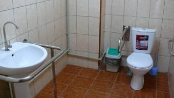 У кобеляцькій лікарні терміново ремонтують туалети
