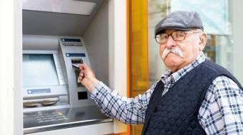 70% пенсіонерів уже отримують пенсії на картку