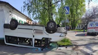 У Полтаві Ford перекинувся внаслідок зіткнення зі «швидкою»