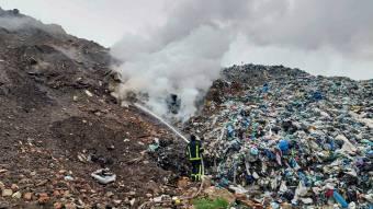 Полтавські рятувальники 3 години гасили сміттєзвалище