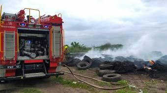 На Решетилівщині горіли використані шини - пожежу ледве загасили