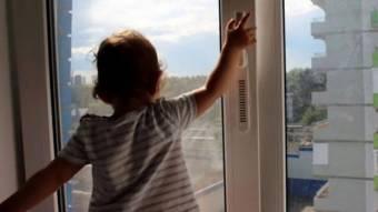 У Решетилівці дитина випала з вікна 3-го поверху