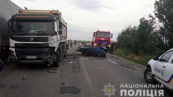 На Решетилівщині ВАЗ врізався у вантажівку: водій загинув, пасажир у тяжкому стані