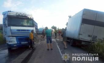 Поліція Полтавщини встановлює обставини та причини ДТП, в якій загинув водій вантажівки