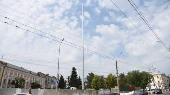 У Полтаві встановили флагшток майбутнього найбільшого прапора області