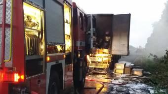 У Лубенському районі на ходу загорілася вантажівка
