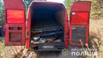 На Полтавщині поліція встановила осіб, які викрали понад двох десятків цвинтарних огорож