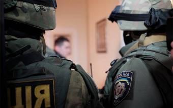 Оселі кобелячан обшукують полтавські поліцейські