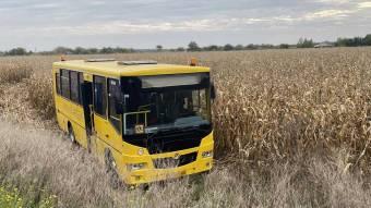 У Кременчуцькому районі з дороги злетів шкільний автобус