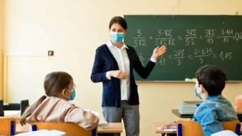 У Кабміні стверджують, що знайшли способи зарплати лікарів і вчителів підняти до 15 тис. грн.