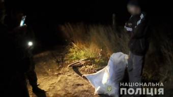 На Шишаччині вночі зупинили чоловіка, який велосипедом перевозив 2 мішка коноплі