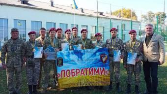 Старшокласники побували вролі військових