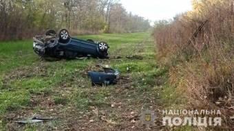 На Котелевщині з дороги злетів і перекинуся автомобіль: водій загинув