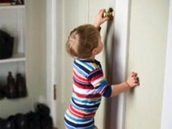 Рятувальники відімкнули двері квартири, де знаходилась 2-річна дитина