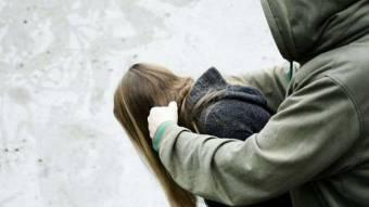 У Полтаві невідомий напав на 16-річну дівчину – завадили випадкові свідки