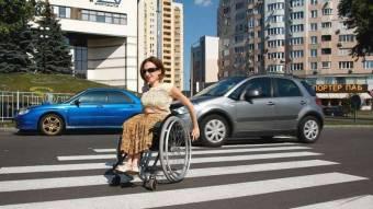 Людям в інвалідних колясках відкрили крайню праву смугу