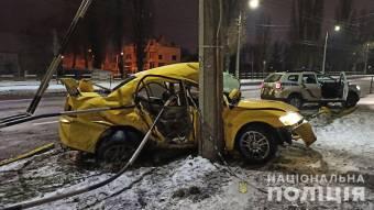 У Кременчуці 16-річний хлопець врізався у стовп на викраденому автомобілі