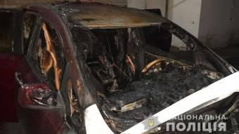 У Кременчуці вночі згорів автомобіль: поліція підозрює підпал