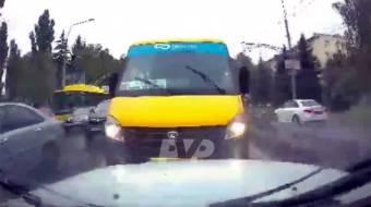 У Полтаві водій маршрутки напав на автомобіль, який не дав йому проїхати по зустрічній смузі