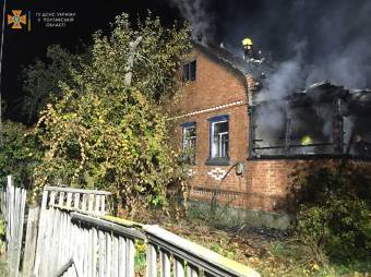 Пожежні врятували із палаючого будинку двох новосанжарців
